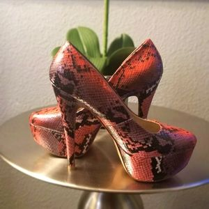 QUIPID RED SNAKE PRINT HEELS SIZE 8